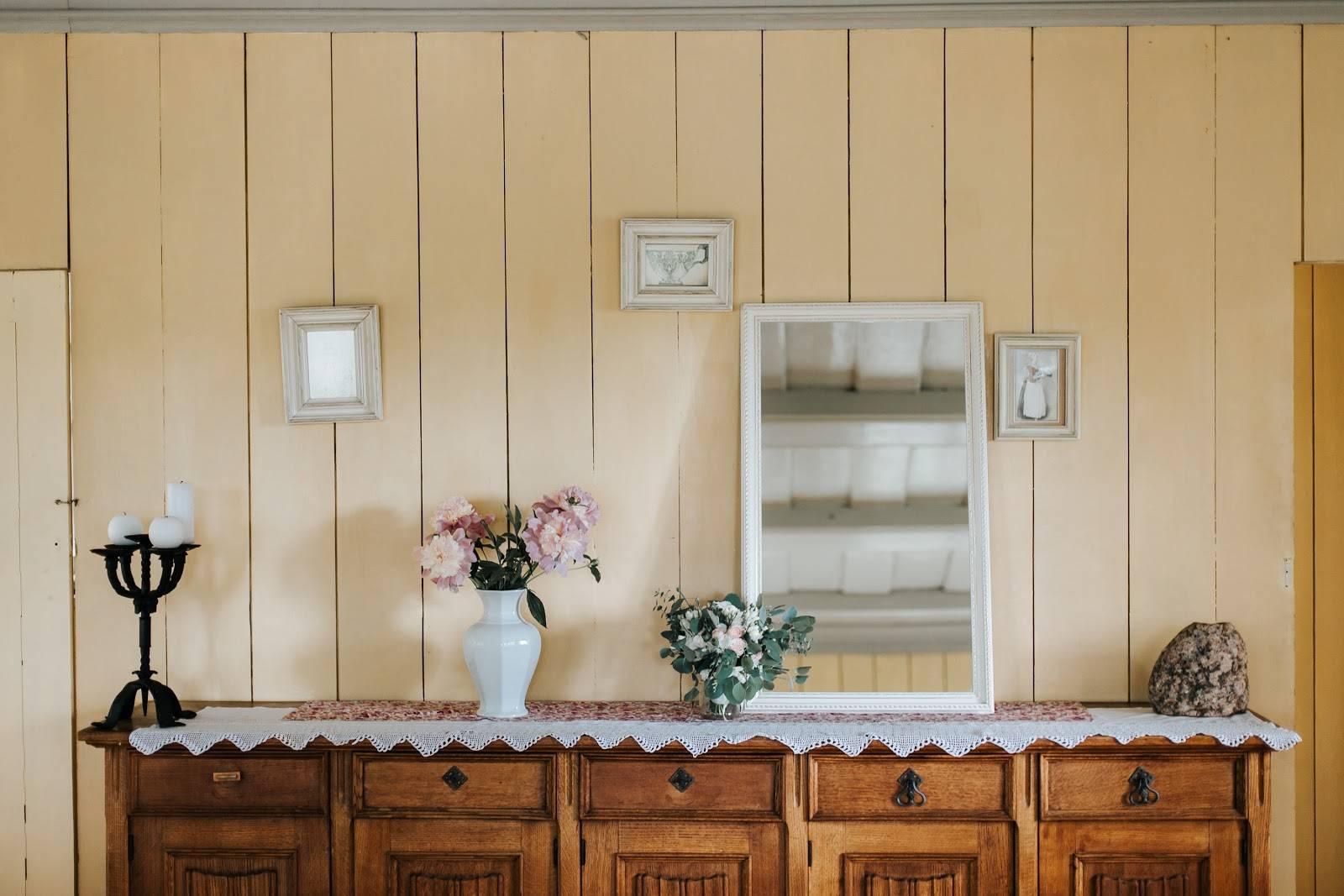 decorate living room walls